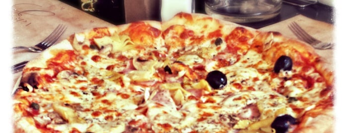 Pizzeria Toscana is one of Lugares favoritos de Orhan.