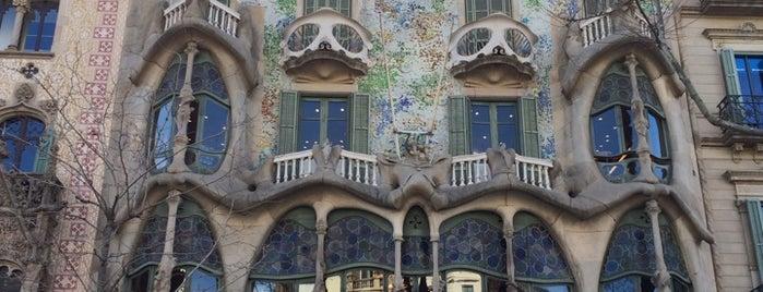 Casa Batlló is one of Tempat yang Disukai Run The.