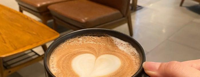 Starbucks Experience Bar is one of Tempat yang Disukai Pravit.