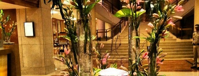 Sheraton Hotel is one of สถานที่ที่ Rick ถูกใจ.