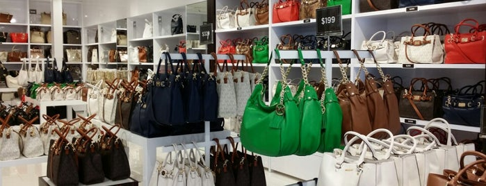 Michael Kors Outlet is one of Locais curtidos por Mafer.