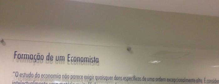 Escola de Economia de São Paulo (EESP) is one of สถานที่ที่ Caio Weil ถูกใจ.