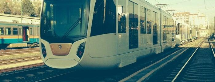 Topkapı Tramvay Durağı is one of Lugares favoritos de Samet.