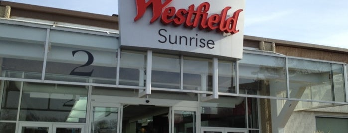 Westfield Sunrise is one of Lieux qui ont plu à Ashley.