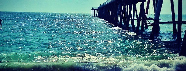 Hermosa Beach Pier is one of The Seven Ten Split Bagde.