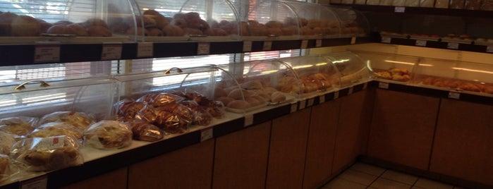 Kee Wah Bakery is one of Krista : понравившиеся места.