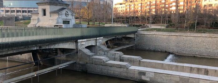 Presa Nº7 is one of Madrid Río: Puentes, pasarelas y presas.
