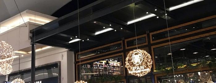 Pan Bookstore & Cafe is one of ba$ak'ın Beğendiği Mekanlar.