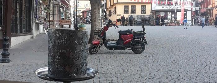 Osmanlı Nargile Atölyesi is one of Tempat yang Disukai Gökçe.
