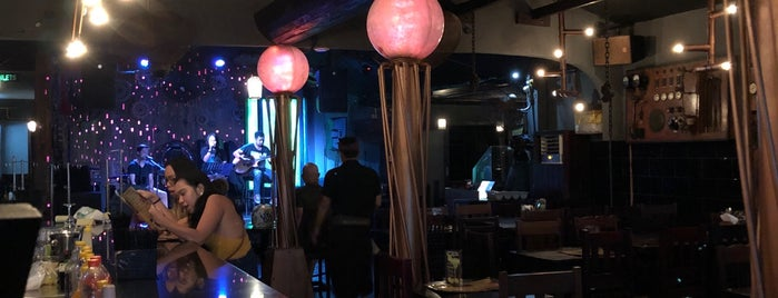Frankensteins Laboratory Bar And Restaurant is one of Orte, die Susan gefallen.