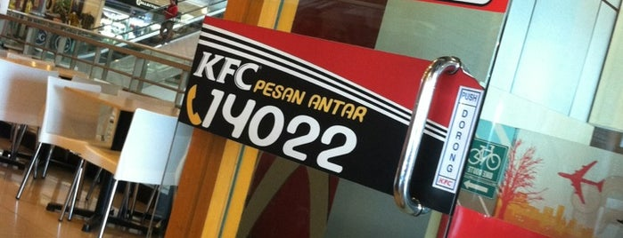 KFC is one of Lugares favoritos de Wayne.
