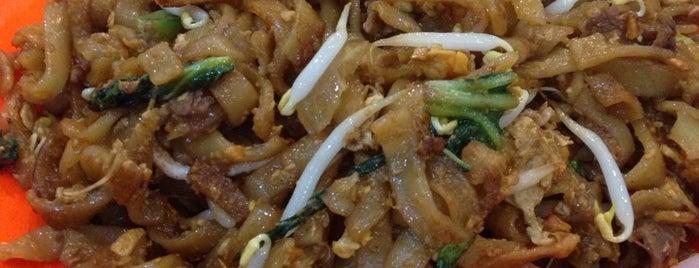 Kwetiau Sapi Akhiang 79 - Gajah Mada is one of Kuliner Resto/Cafe ♥.