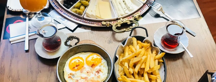Moncher Cafe Kitchen is one of اسطنبول.