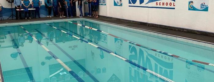 Happy Swim School is one of Orte, die Jenny gefallen.