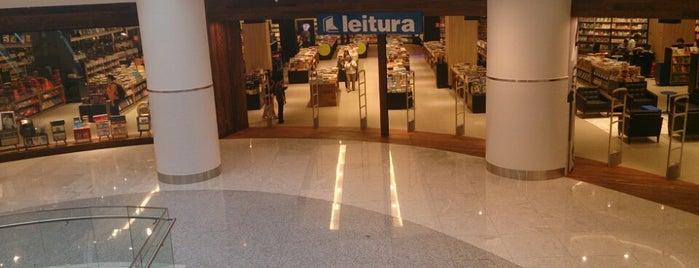 Livraria Leitura is one of Lugares favoritos de Adriana.