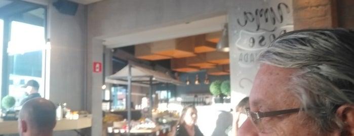 The Box Café Padaria E Empório is one of Viagens.