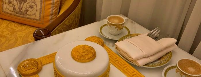Palazzo Versace is one of Summer 2021 Goals 👙💕.
