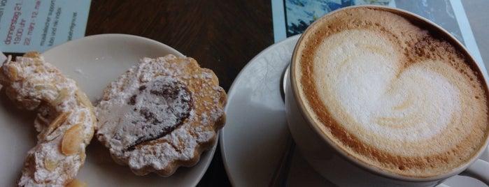 Con Calma Café is one of Locais curtidos por Tillmann.