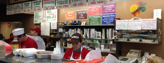 Defonte's Sandwich Shop is one of Locais salvos de Jannica.