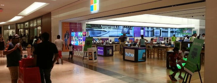 Microsoft Store is one of Locais curtidos por Al.