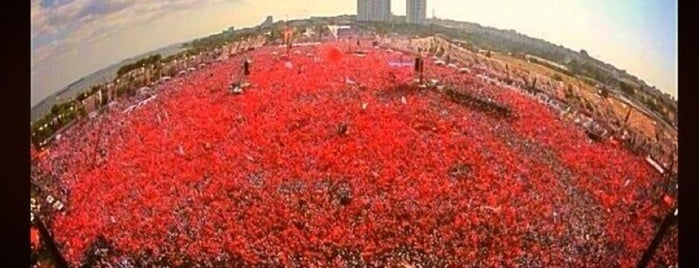 Kazlıçesme Miting Alanı is one of Nur'un Beğendiği Mekanlar.