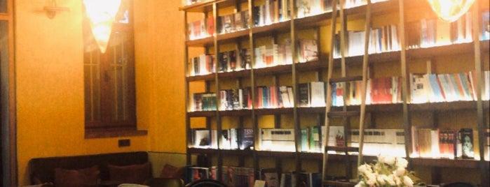 Hypatia İstanbul Kitabevi & Cafe is one of สถานที่ที่บันทึกไว้ของ Ezgi.