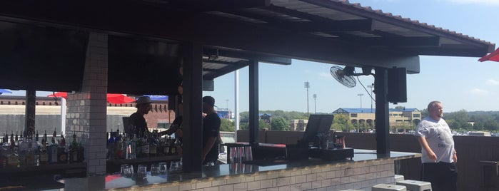 300 Craft & Rooftop is one of Des Moines.