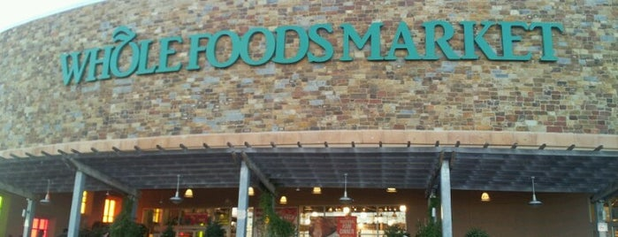 Whole Foods Market is one of สถานที่ที่ Robert ถูกใจ.