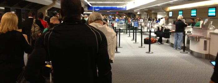 Terminal E is one of สถานที่ที่ David ถูกใจ.