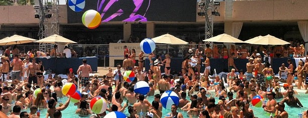 Wet Republic Ultra Pool is one of Tempat yang Disukai Athene.