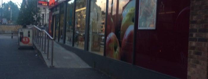 Sainsbury's Local is one of Lugares favoritos de Jason.