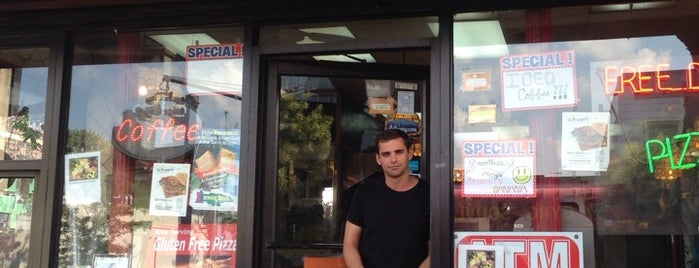 Liberty Pizza is one of สถานที่ที่ Jason ถูกใจ.