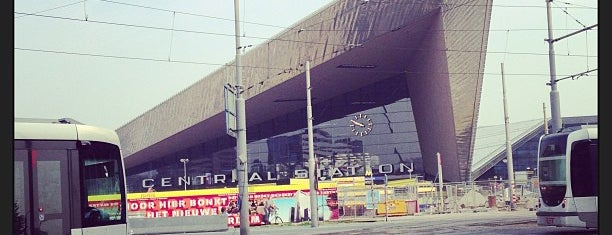 Tramhalte Rotterdam Centraal is one of Lugares favoritos de Oleksandr.