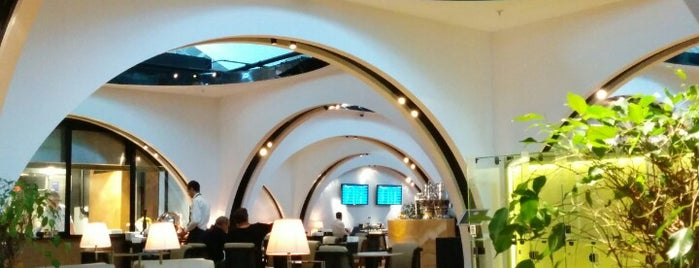 Turkish Airlines Istanbul Lounge is one of Locais curtidos por Erkan.