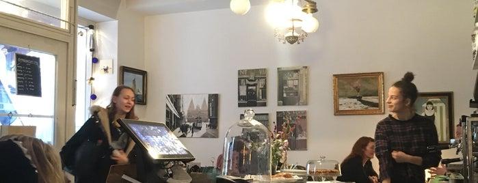 Café Du Port is one of Lugares favoritos de Jana.