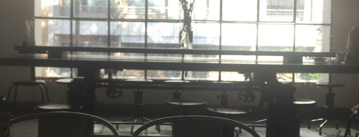 L'Usine: Cafe, Bistro & Lifestyle Shop is one of สถานที่ที่ Nova ถูกใจ.