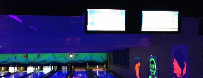 Bowling Mouffetard is one of Paris la nuit.