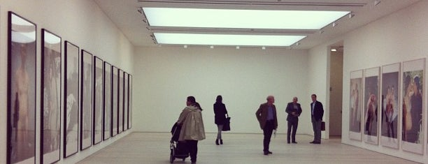 Saatchi Gallery is one of London things to do.