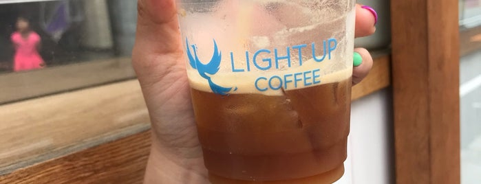 LIGHT UP COFFEE is one of Locais salvos de Whit.