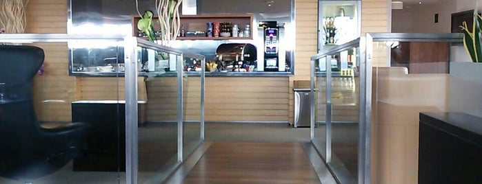Star Alliance First Class Lounge is one of Lieux qui ont plu à Mujdat.