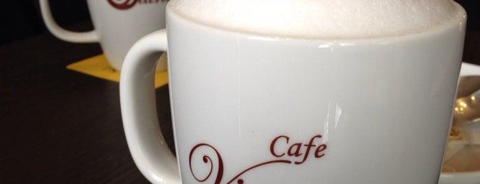 Viuna Café | کافه ویونا is one of Hamilton'un Beğendiği Mekanlar.
