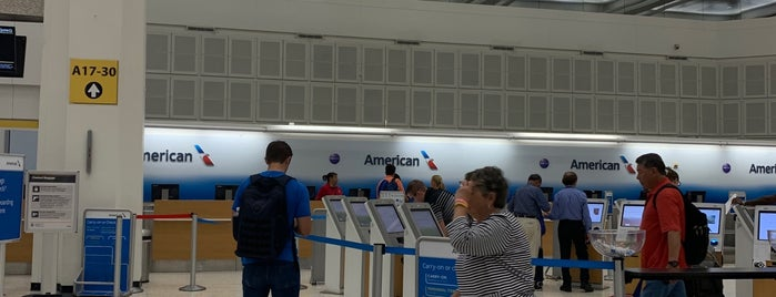 American Airlines Ticket Counter is one of Lieux qui ont plu à Aptraveler.