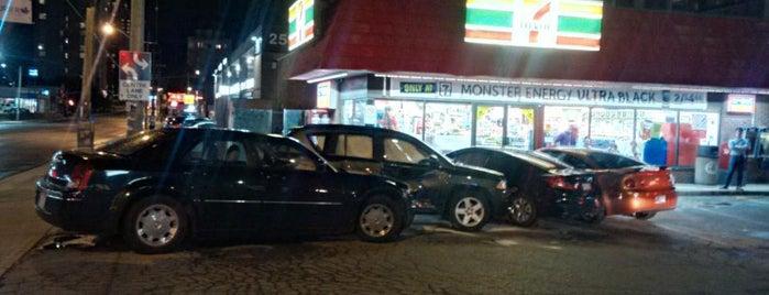 7-Eleven is one of Orte, die Mimi gefallen.