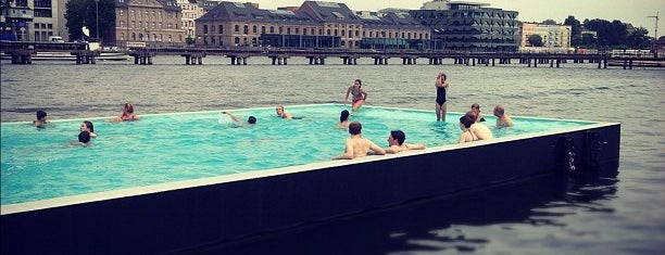 Badeschiff Berlin is one of Lugares favoritos de Nick.