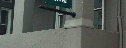 Starbucks is one of Tempat yang Disukai Christopher.