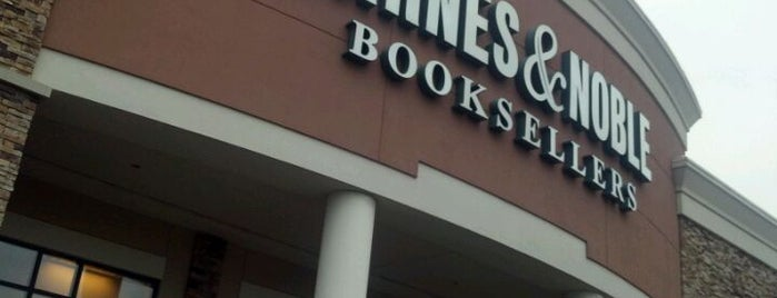 Barnes & Noble is one of liz'in Kaydettiği Mekanlar.
