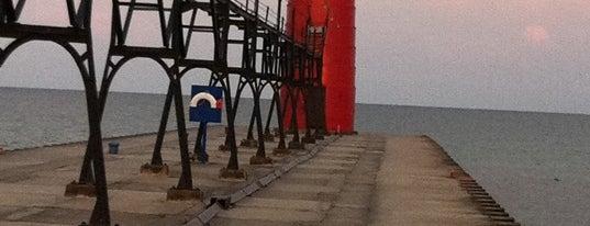 South Haven Lighthouse is one of Arturo'nun Beğendiği Mekanlar.