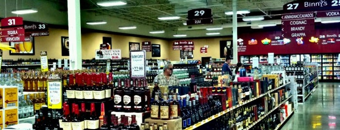 Binny's Beverage Depot is one of Orte, die Dana gefallen.