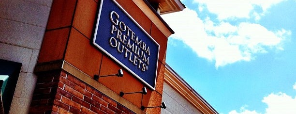 Gotemba Premium Outlets is one of Locais curtidos por Takuji.