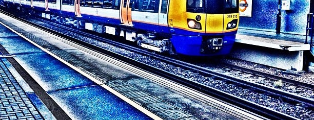 Shepherd's Bush London Overground Station is one of Tempat yang Disukai Barry.